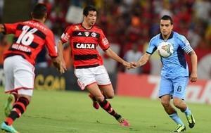 Cáceres é dúvida no Flamengo para jogo em La Paz; Elano será reavaliado
