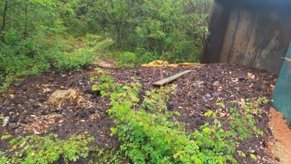 Caçamba carregada capota no canal de Irrigação dos Tabuleiros Litorâneos