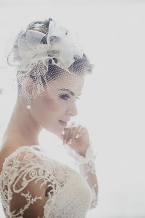 Latino usa smoking prateado em casamento com Rayanne Morais