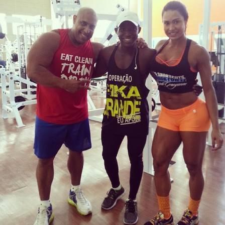 Personal de Gracyanne Barbosa diz que corpo da Sabrina Sato é parâmetro