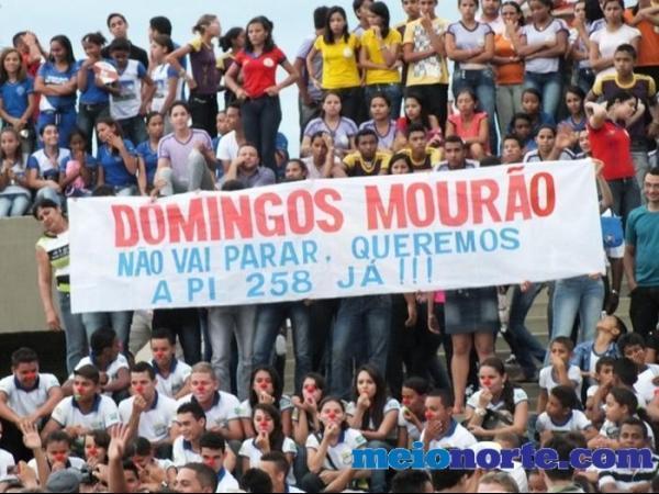 Alunos de Domingos Mourão fazem protesto durante evento no monumento aos heróis do Jenipapo. - Imagem 10