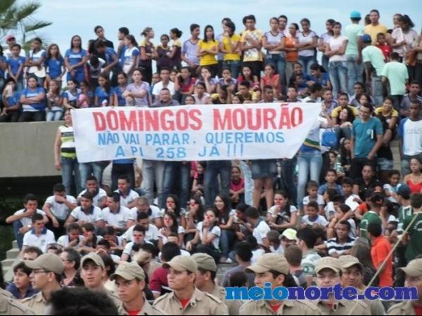 Alunos de Domingos Mourão fazem protesto durante evento no monumento aos heróis do Jenipapo. - Imagem 9