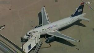 Avião faz pouso de emergência após bebê parar de respirar