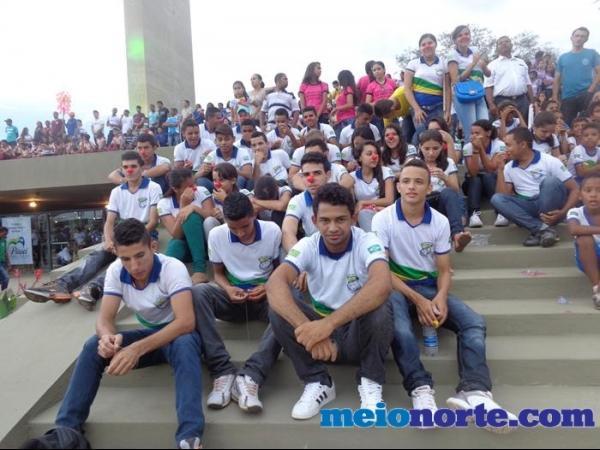 Alunos de Domingos Mourão fazem protesto durante evento no monumento aos heróis do Jenipapo. - Imagem 5
