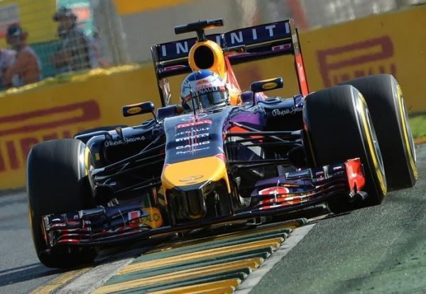 Com Hamilton no topo, Mercedes põe 0s5 nos rivais no 2º treino na Austrália