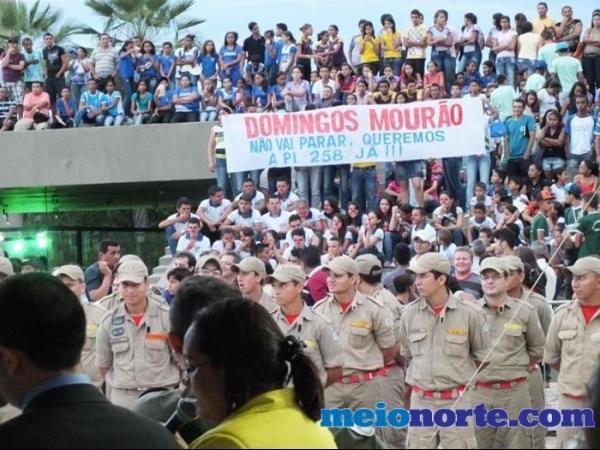 Alunos de Domingos Mourão fazem protesto durante evento no monumento aos heróis do Jenipapo. - Imagem 8