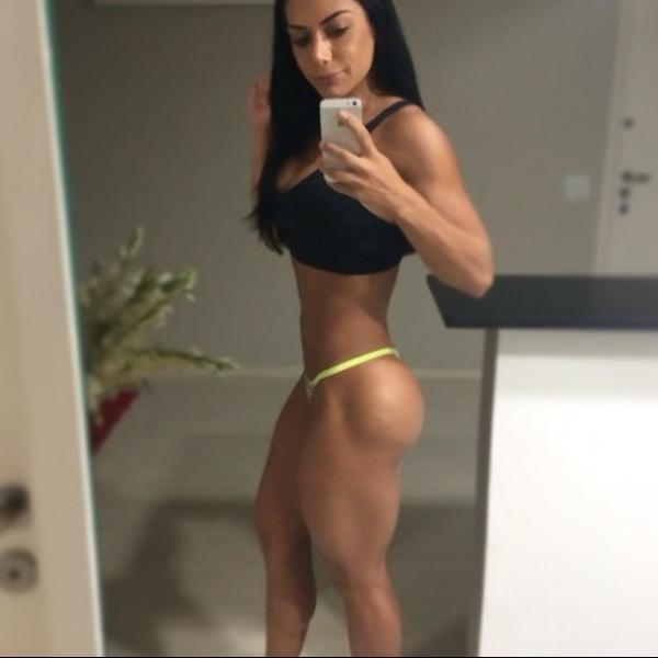 Graciella Carvalho madruga para malhar em jejum