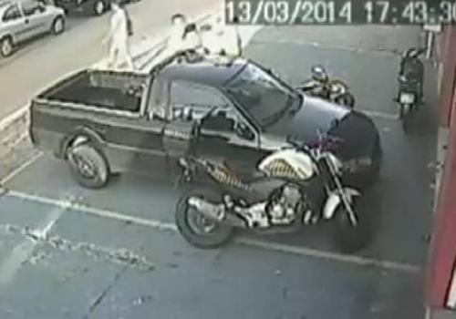 Empresário acusa guardas de trânsito de agressão em GO