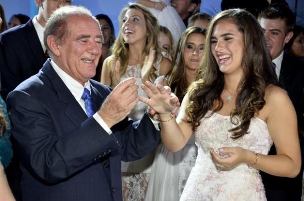 Filha de Renato Aragão comemora 15 anos com superfesta no Rio