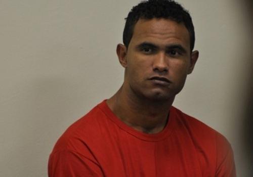 Juiz nega pedido de transferência do ex goleiro Bruno para Montes Claros