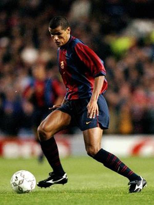Rivaldo anuncia aposentadoria e chora: