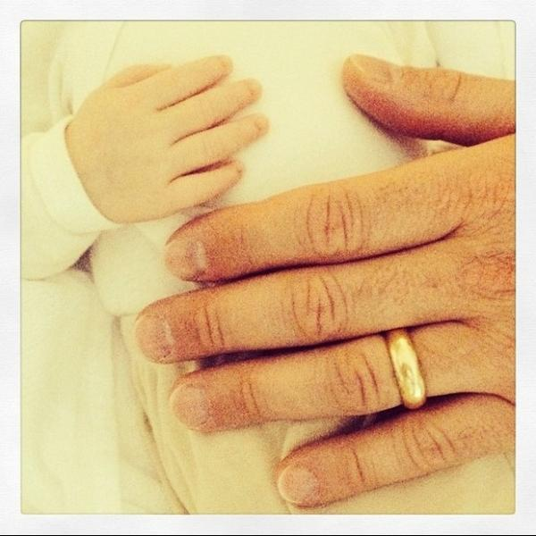 Ana Hickmann compara mãozinha do filho e do marido: