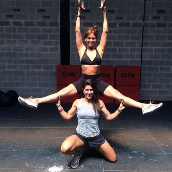 Bruna Marquezine e Giovanna Antonelli exibem marra com barrigas sequinhas