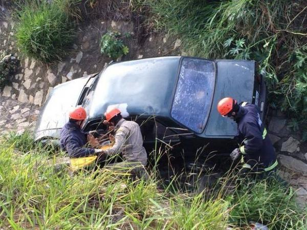 Carro cai em valeta e deixa um ferido na Bahia