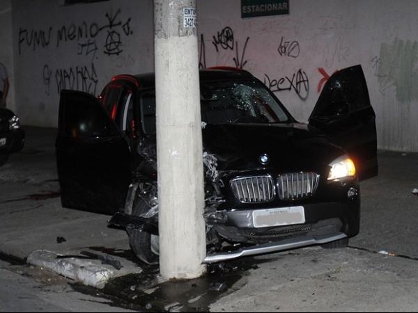 Em fuga, ladrões batem em carro e trocam tiros com a polícia em SP