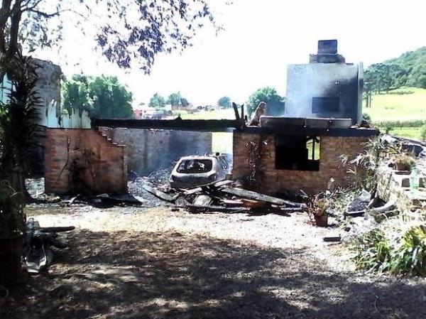 Incêndio em residência mata mãe e filho no interior do RS