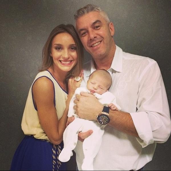 Ana Hickmann apresenta rosto do filho Alexandre em rede social