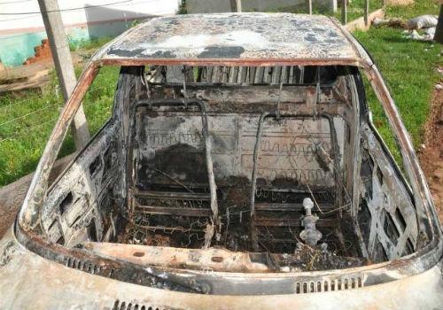 Carro com paredão de som fica em chamas após pane elétrica no interior do Piauí