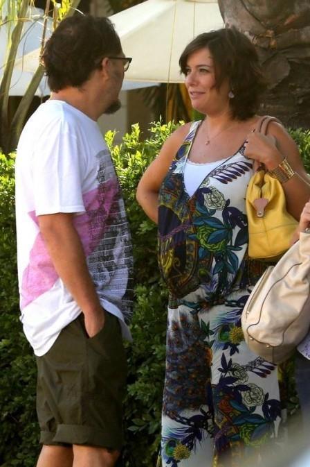 Regiane Alves, grávida de quase nove meses, é flagrada durante passeio