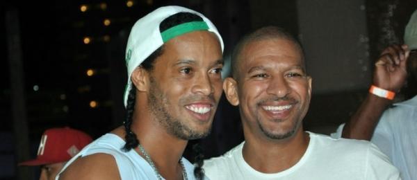 Anfitrião em camarote, Ronaldinho exalta folia baiana: