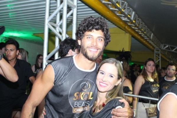 Camilla Camargo e suposto affair de Marquezine curtem carnaval juntos
