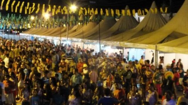 Campo Maior-PI: Primeiro dia de carnaval reúne todos os ritmos e agrada público