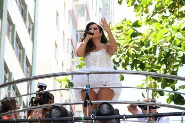 Sob suspeitas de gravidez, Ivete Sangalo agita em seu quarto dia de carnaval