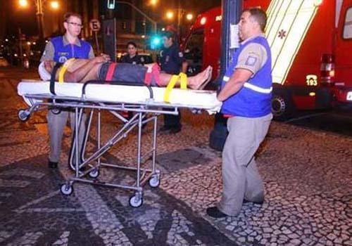 Assaltante é esfaqueado após vítimas reagirem em Curitiba