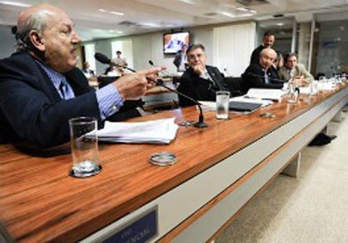 CCJ aprova obrigar governante a renunciar para tentar reeleição
