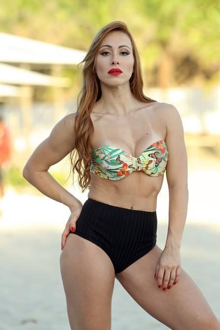 Ex-BBB Aline posa de biquíni, mas avisa: ?Não sou só um corpo, tenho conteúdo?