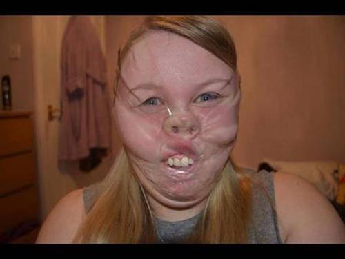 Jovens colam rosto com fita adesiva em selfies grotescos; veja mais fotos aqui