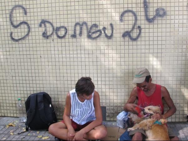 Morador de rua recusa proposta de R$ 2 mil por cão: