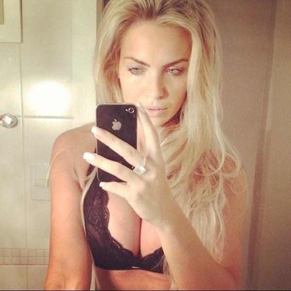 Veridiana Freitas posa de lingerie e deseja ?boa noite? a seguidores