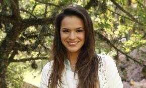 Bruna Marquezine está frequentando grupo de jovens evangélicos