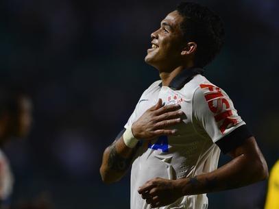 Goleador do Corinthians jogava por um salário mínimo em GO