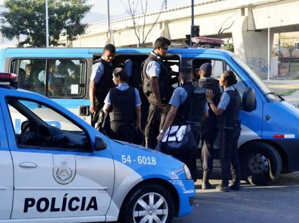 PMs choravam dizendo que iam morrer, diz moradora de favela