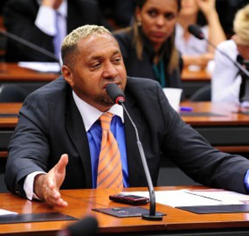 PR perde cinco minutos no horário partidário por promover Tiririca