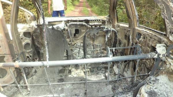 Carro tomado de assalto em Teresina é queimado por bandidos em José de Freitas