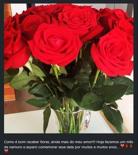 Ticiane Pinheiro comemora um mês de namoro, recebe flores e fala de planos com César Tralli: ?Quero me casar e ter mais um filho?