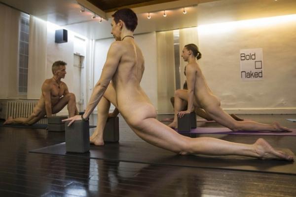Academia oferece ioga sem roupa para