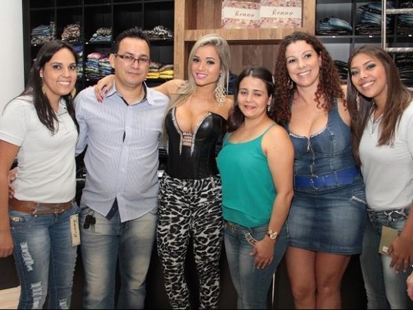 Aryane Steinkopf usa look decotado em evento em Santa Catarina