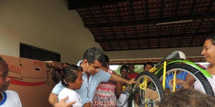 secretaria de Educação fez a entrega de 60 bicicletas em Curralinhos