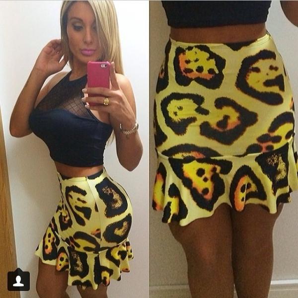 Andressa Urach mostra barriga chapada e cintura fininha em selfies