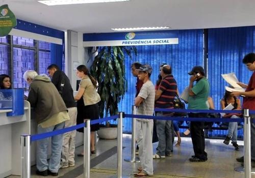 Concursos oferecem salários de até R$ 8.136 e quase 5 mil vagas