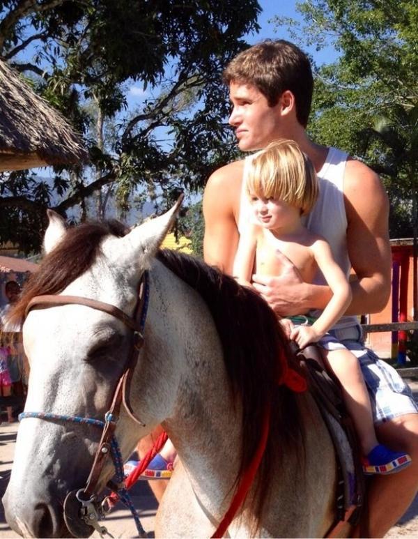 Jonatas Faro anda a cavalo com Guy: