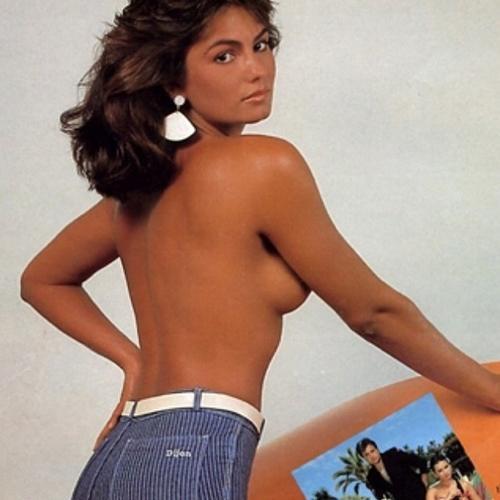 Luiza Brunet relembra tempos de modelo com foto de topless