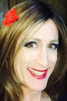 Professor americano passa por mudança de gênero e voltará de férias como mulher