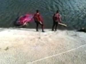 Bombeiros encontram corpo de idoso em carro que caiu dentro de hidrelétrica