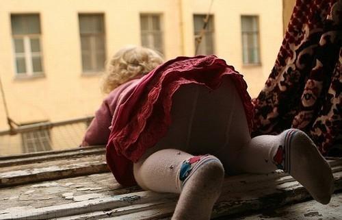 Fotógrafa fala de polêmica sobre fotos de casal viciado fazendo sexo diante da filha
