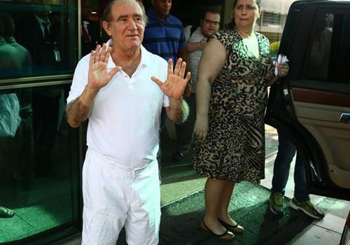 Renato Aragão é transferido de hospital para tratar infecção urinária